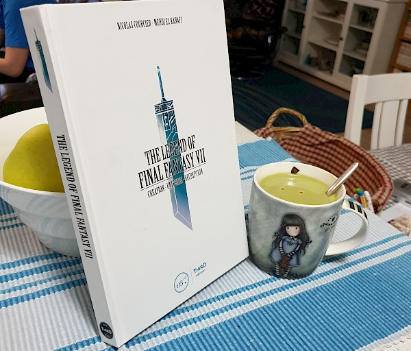 Pelaaja lukemassa: The Legend of Final Fantasy VII