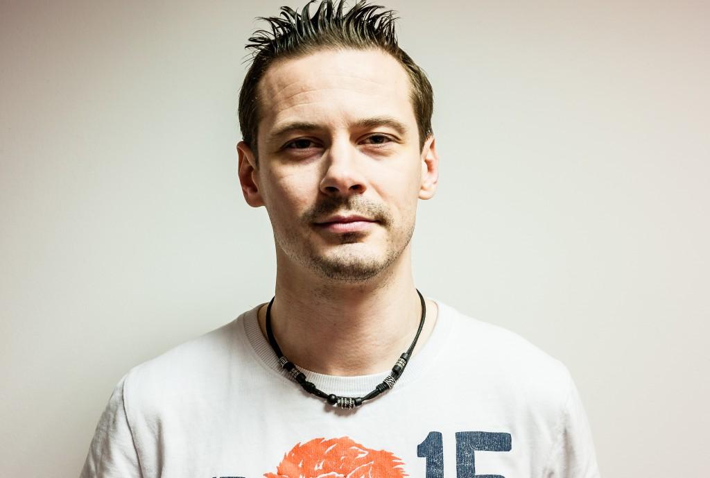 Pelintekijä Risto Remes ei hymyile turhaan. Kuvaaja: Okwaeze Otusi